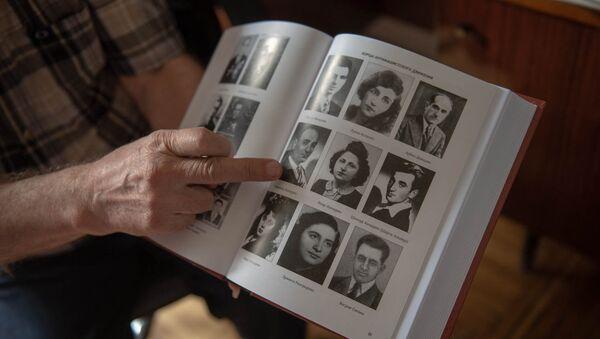 Книга Армянский народ в Великой Отечественной войне 1941-1945 гг. Климента Арутюняна - Sputnik Армения