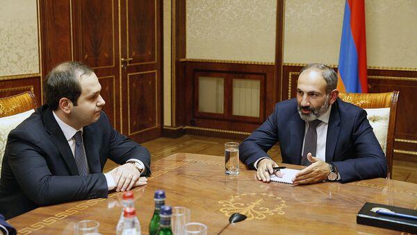 Никол Пашинян и  Георгий Кутоян - Sputnik Армения