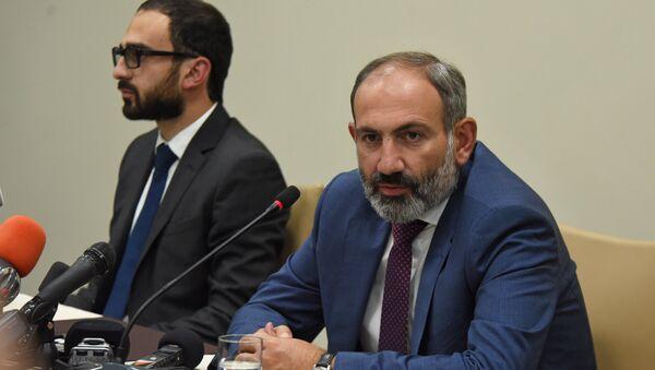Пресс-конференция премьер-министра Армении Никола Пашиняна в Карабахе (9 мая 2018). Степанакерт - Sputnik Արմենիա