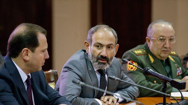 Премьер-министр Никол Пашинян представил нового министра обороны во время встречи с высшим офицерским составом (12 мая 2018). Еревaн - Sputnik Армения