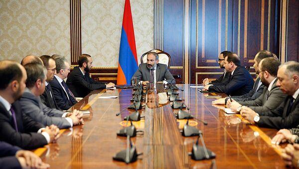 Совещание нового правительства Армении во главе с премьер-министром Николом Пашиняном (13 мая 2018). Еревaн - Sputnik Արմենիա