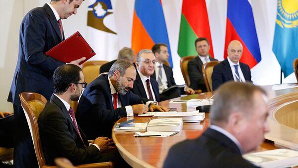 Делегация Армении во главе с премьер-министром Николом Пашиняном на саммите ЕАЭС (14 мая 2018). Сочи - Sputnik Արմենիա