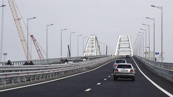 Начало автомобильного движения по Крымскому мосту - Sputnik Армения
