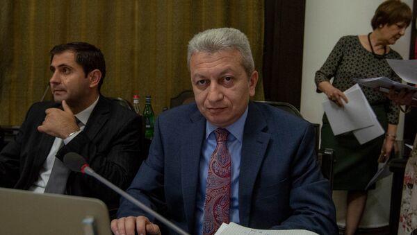 Министр финансов Армении Атом Джанджугазян на заседании правительства (17 мая 2018). Еревaн - Sputnik Армения