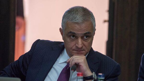 Вице-премьер Мгер Григорян на заседании правительства Армении (17 мая 2018). Еревaн - Sputnik Արմենիա