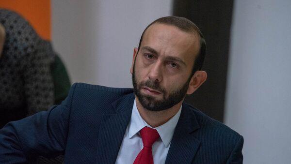 Первый вице-премьер Арарат Мирзоян на заседании правительства Армении (17 мая 2018). Еревaн - Sputnik Արմենիա