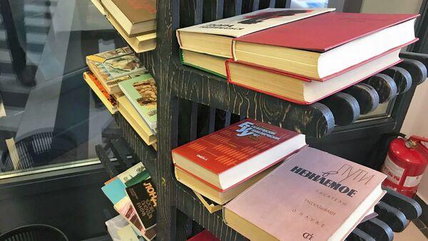 Книжные полки в библиотеке Семеновская - Sputnik Армения