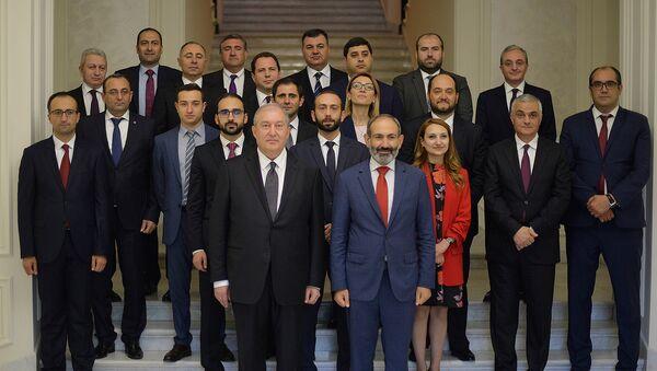 Члены правительства после принятия присяги (21 мая 2018). Еревaн - Sputnik Армения