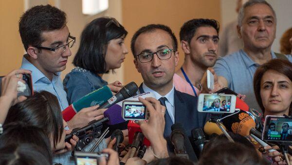 Беседа с журналистами министра здравоохранения Арсен Торосян после заседания правительства Армении (24 мая 2018). Еревaн - Sputnik Արմենիա