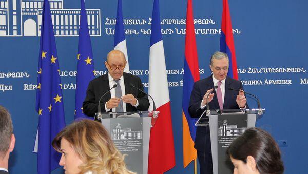 Главы МИД Армении и Франции Зограб Мнацаканян и Жан-Ив Ле Дриан - Sputnik Արմենիա