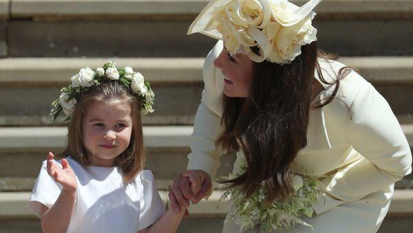Кейт Миддлтон с Шарлоттой на свадьбе принца Гарри и американской актрисы Меган Маркл (19 мая 2018). Виндзoр, Великобритaния - Sputnik Արմենիա