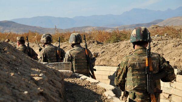Армянские военнослужащие на боевой позициии - Sputnik Армения