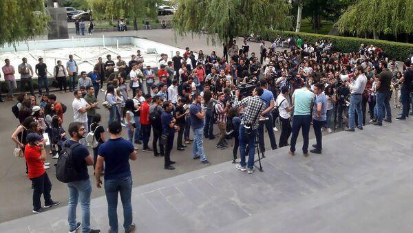 Протест студентов перед ЕГУ (29 мая 2018). Еревaн - Sputnik Армения
