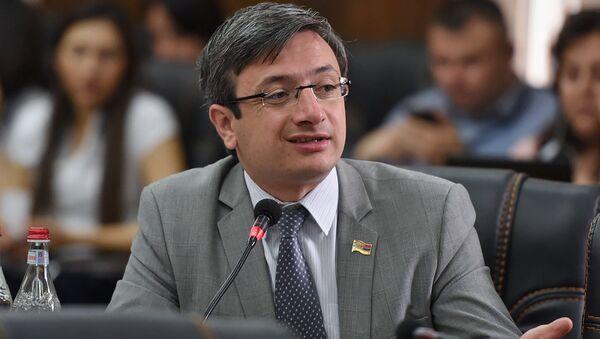 Депутат от фракции Елк Геворг Горгисян в парламенте (29 мая 2018). Еревaн - Sputnik Արմենիա