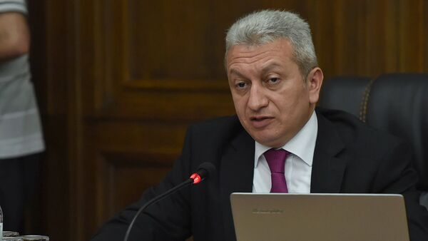 Министр финансов Армении Атом Джанджугазян в парламенте (29 мая 2018). Еревaн - Sputnik Армения