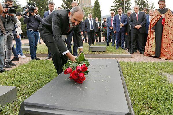 Վարչապետ Նիկոլ Փաշինյանն այցելել է «Խոջիվանք» պանթեոն (2018թ–ի մայիսի 30)։ Թբիլիսի - Sputnik Արմենիա
