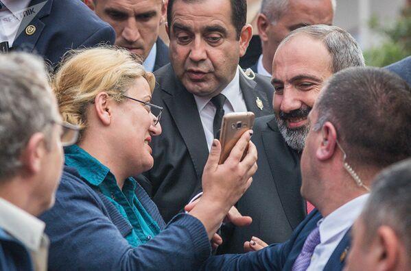 Վարչապետ Նիկոլ Փաշինյանը հանդիպել է Վրաստանի հայ համայնքի հետ (2018թ–ի մայիսի 30)։ Թբիլիսի - Sputnik Արմենիա