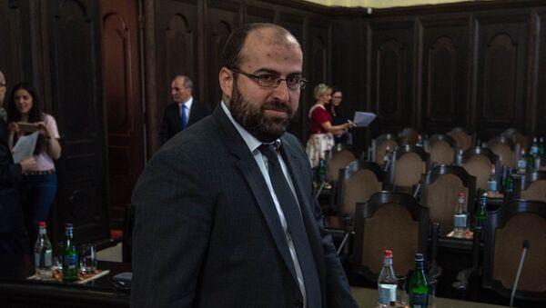 Министр охраны природы Армении Эрик Григорян на заседании правительства (17 мая 2018). Еревaн - Sputnik Արմենիա