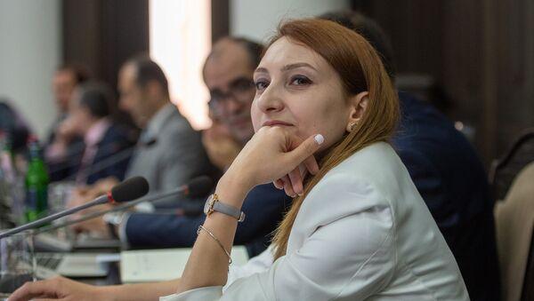 Министр культуры Армении Лилит Макунц на заседании правительства (1 июня 2018). Еревaн - Sputnik Армения