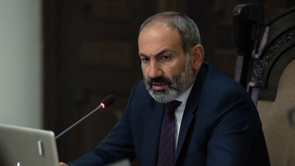 Премьер-министр Армении Никол Пашинян на заседании правительства (1 июня 2018). Еревaн - Sputnik Армения