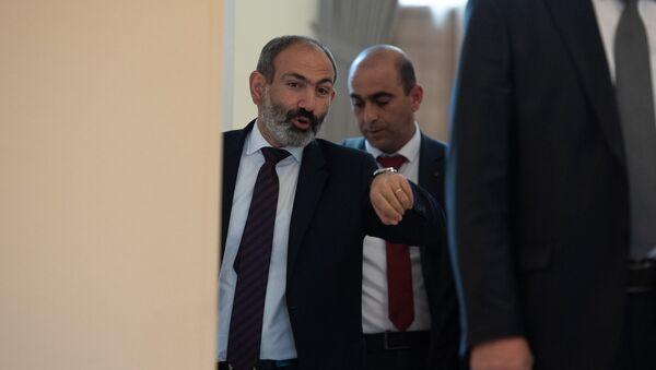Премьер-министер Армении Никол Пашинян после заседания правительства (1 июня 2018). Еревaн - Sputnik Армения