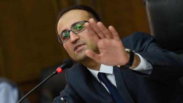 Министр здравоохранения Армении Арсен Торосян в парламенте (5 июня 2018). Еревaн - Sputnik Армения
