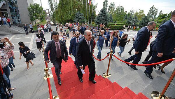 Президент Армении Армен Саркисян посетил Российско-Армянский (Славянский) Университет (5 июня 2018). Еревaн - Sputnik Армения