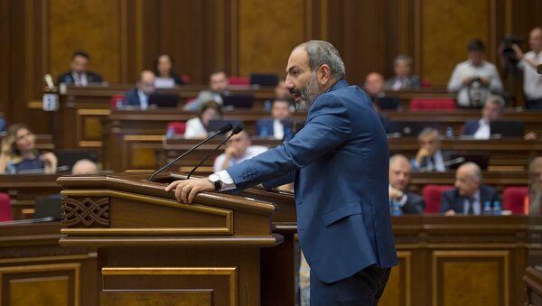 Премьер-министр Армении Никол Пашинян в Парламенте (7 июня 2018). Еревaн - Sputnik Армения