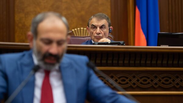 Спикер Парламента Ара Баблоян на внеочередном заседании НС (7 июня 2018). Еревaн - Sputnik Армения