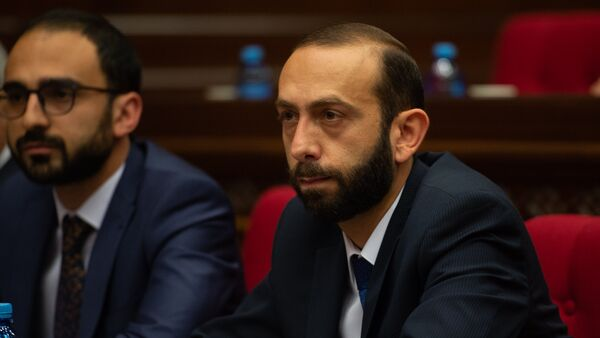 Вице-премьеры Арарат Мирзоян и Тигран Авинян на внеочередном заседании НС (7 июня 2018). Еревaн - Sputnik Армения