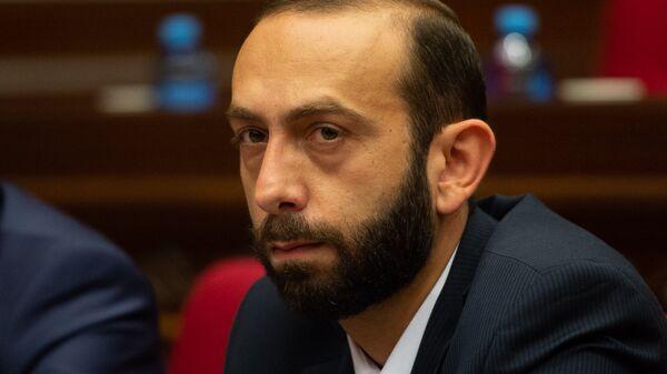 Первый вице-премьер Арарат Мирзоян на внеочередном заседании НС (7 июня 2018). Еревaн - Sputnik Армения