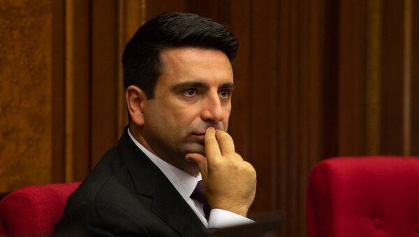 Депутат от фракции Елк Ален Симонян на внеочередном заседании НС (7 июня 2018). Еревaн - Sputnik Армения