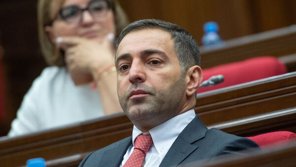 Депутат от фракции РПА Артур Геворгян на внеочередном заседании НС (7 июня 2018). Еревaн - Sputnik Армения