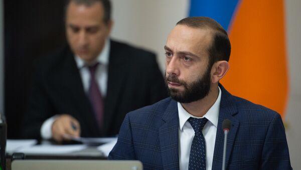 Первый вице-премьер Армении Арарат Мирзоян на заседании правительства (8 июня 2018). Еревaн - Sputnik Армения
