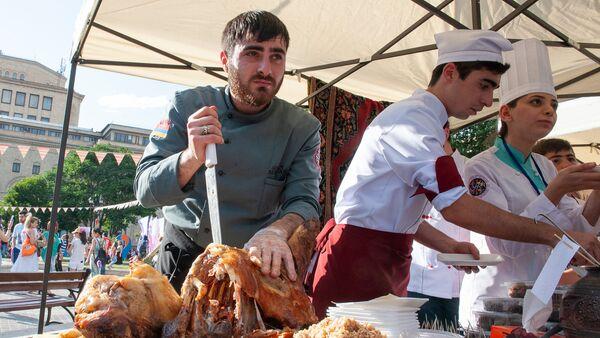 Фестиваль еды Yerevan Food Fest прошел на площади Республики (10 июня 2018). Еревaн - Sputnik Армения