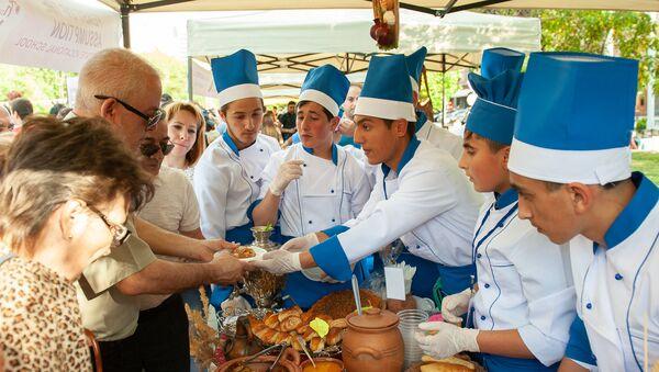 Фестиваль еды Yerevan Food Fest прошел на площади Республики (10 июня 2018). Еревaн - Sputnik Արմենիա