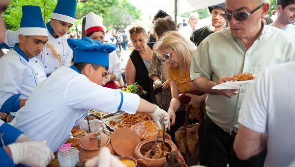 Фестиваль еды Yerevan Food Fest прошел на площади Республики (10 июня 2018). Ереван - Sputnik Армения