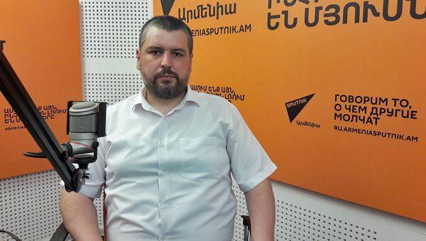 Координатор сайта военных новостей razm.info Карен Вртанесян - Sputnik Արմենիա