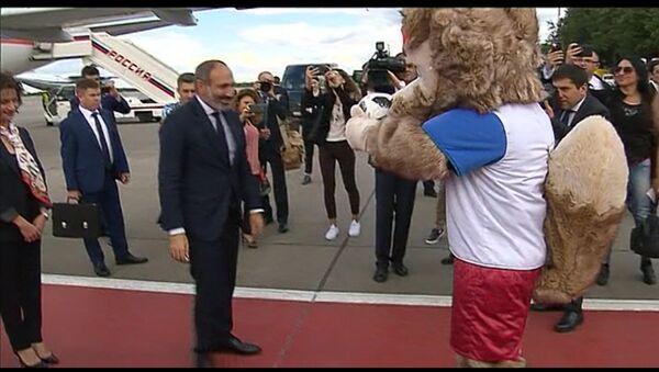 Премьер министр Никол Пашинян прибыл в Москву и погонял мяч с Забивакой - Sputnik Армения