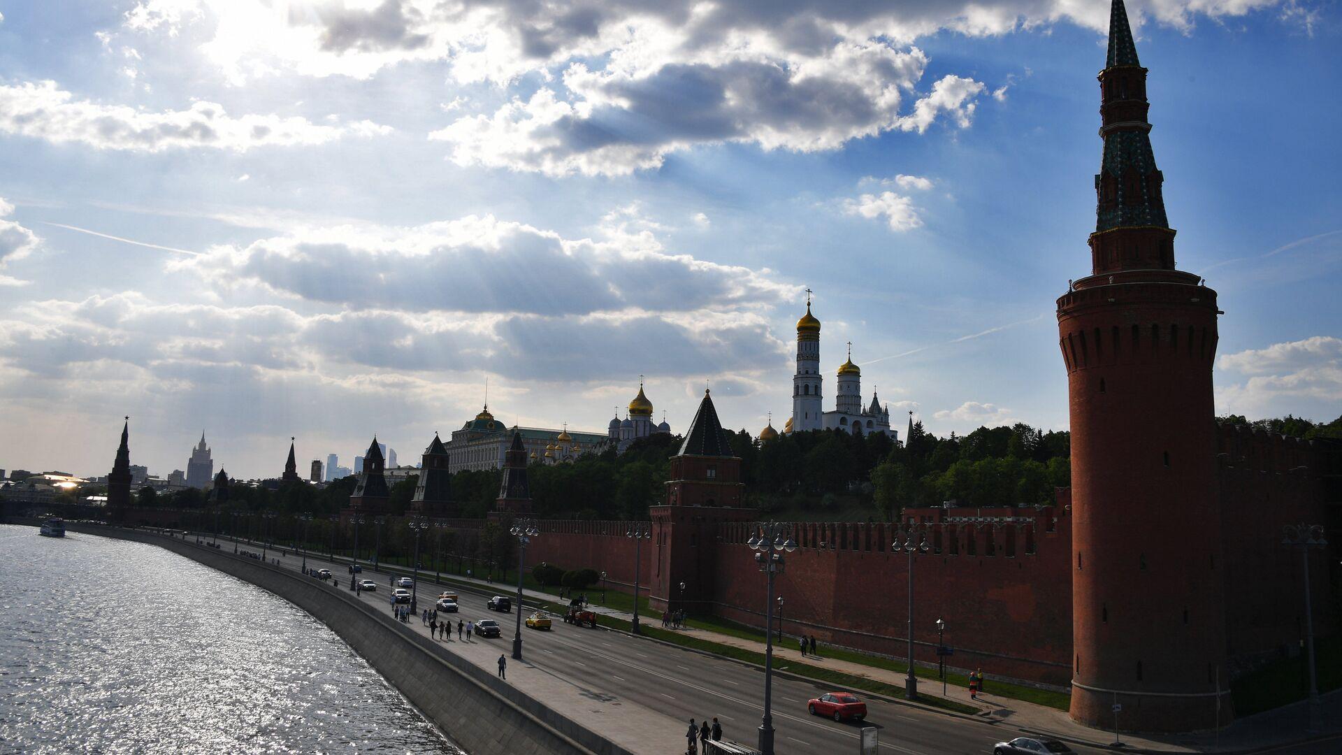 Московский Кремль и Кремлевская набережная. - Sputnik Армения, 1920, 21.09.2021