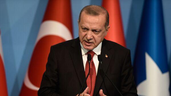 Президент Турции Реджеп Тайип Эрдоган на пресс-конференции в ходе внеочередного саммита организации исламского сотрудничества (18 мая 2018). Стамбул, Турция - Sputnik Армения