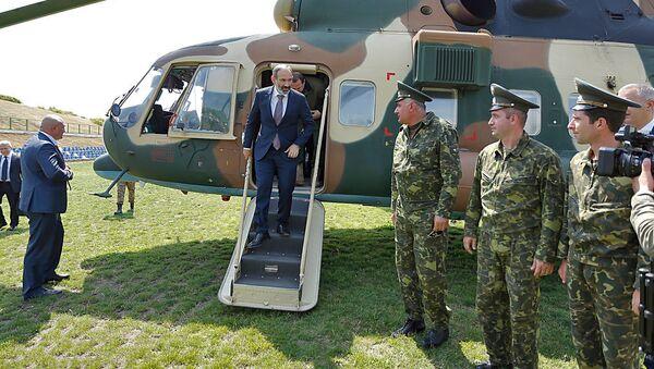 Премьер-министр Армении Никол Пашинян прибыл с рабочим визитом в Карабах (16 июня 2018). Степанакерт - Sputnik Армения