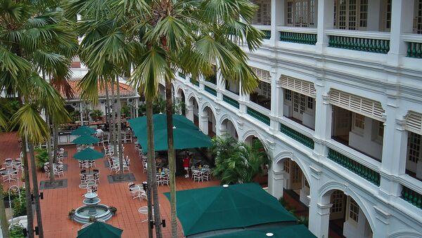 Внутренний дворик отеля Raffles, Сингапур - Sputnik Արմենիա