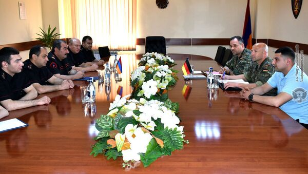 Начальник военной полиции Армении, полковник Артур Багдасарян принял делегацию военной полиции Германии во главе с подполковником Терсеном Столли (19 июня 2018). Еревaн - Sputnik Армения