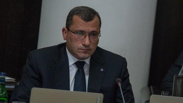 Заместитель министра финансов Армении Карен Брутян на заседании правительства (21 июня 2018). Еревaн - Sputnik Արմենիա