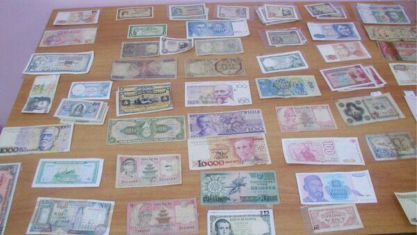 Банкноты, найденные в тайнике автомобиля - Sputnik Армения