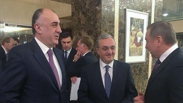 Главы МИД Армении и Азербайджана Зограб Мнацаканян и Эльмар Мамедъяров - Sputnik Армения