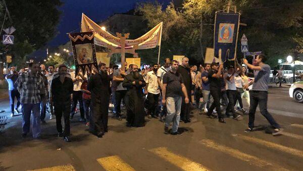 Акция протеста против Католикоса Гарегина II (23 июня 2018). Еревaн - Sputnik Армения