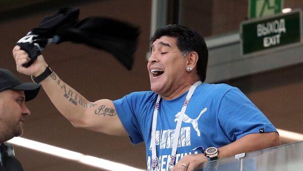 Футболист Диего Марадона на зрительской трибуне  - Sputnik Армения