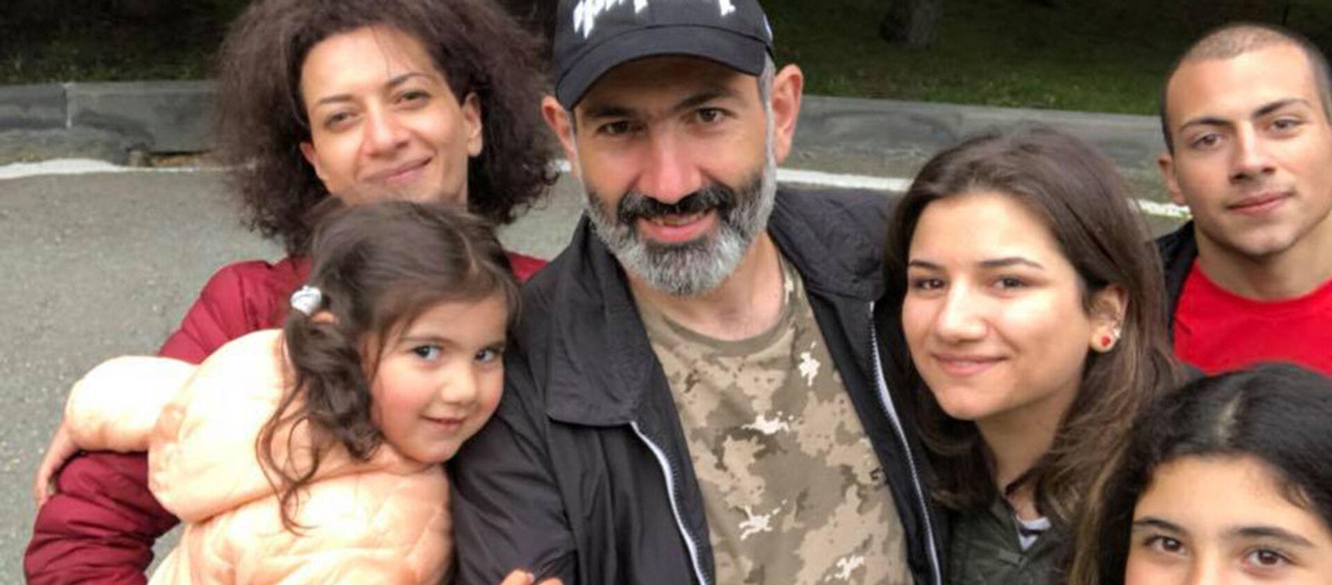 Семья премьер-министра Армении Никола Пашиняна - Sputnik Արմենիա, 1920, 31.08.2021